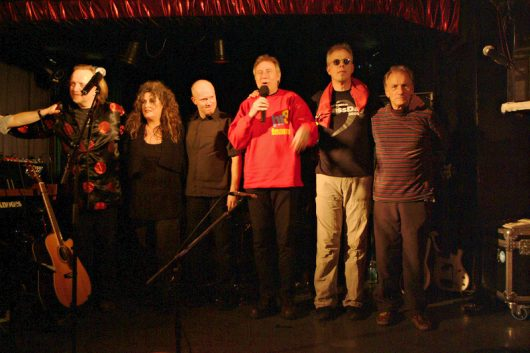 hr3-Clubtour Deutsche Rock-Helden auf hr3-Tour 2006: (vlnr:) Ali Neander (Rodgau Monotones), Anne Haigis, Andreas Neubauer, VR, Hellmut Hattler (Kraan), Mani Neumeier (Guru Guru). (Bild: ©Volker Rebell)
