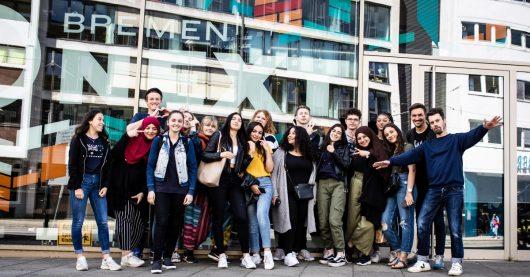 """Schülerinnen und Schüler vom Schulzentrum Walle beim Bremen NEXT-Schulprojekt """"NEW SCHOOL"""" (Bild: ©Radio Bremen/Lars Kaempf)"""