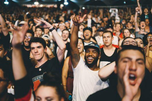 Ausverkaufte Konzerte und Umsätze mit Alben sprechen für sich: Der Deutschrap boomt. (Bild:©Nicholas Green/unsplash.com)