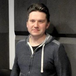 Dariusz Piekarski, Programmdirektor und Geschäftsführer von Wasze Radio FM wenige Sekunden nach dem Sendestart am 30. März 2017, kurz nach 18 Uhr.