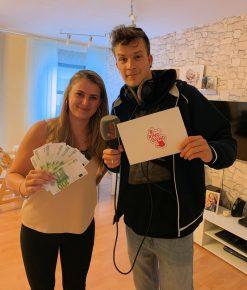 Jessica aus Braunschweig gewinnt 1000 Euro beim 89.0 RTL Ring Dong (Bild: ©89.0 RTL)