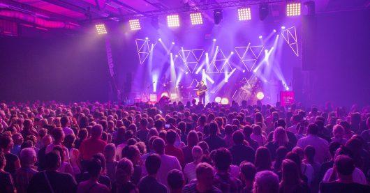 Johannes Oerding eröffnete in Halle 2 das Festival (Bild: ©Axel Herzig)