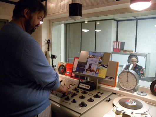 Christian Milling an den Reglern Susan Zare am Mikrofon (Bild: ©Eifeler Radiotage)
