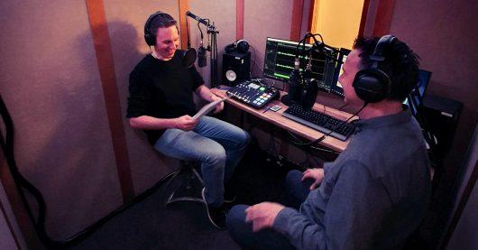 Marc Krüger interviewt Sebastian Fitzek (Bild: ©Christian Mutter/t-online.de)