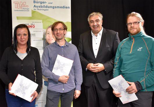 Übergabe der Sendelizenzen: Sandra Witzel (Radio ENN0), Dr. Tobias Marx (Radio OKJ), Jochen Fasco und Marco Fischer (Wartburg-Radio 96.5) (Bild: ©TLM)