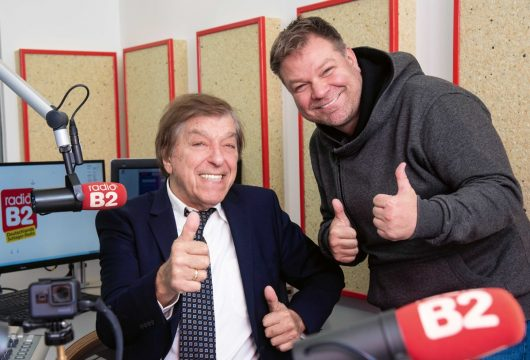 Schlagerlegende Bata Illic und Programmchef Normen Sträche im radio B2-Studio (Bild: ©Manfred Behrens)