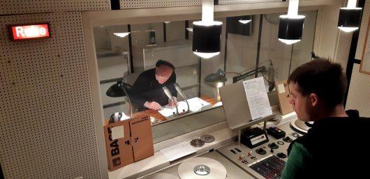 Jürgen Kolb im Studio, Andreas Knedlik in Regie (Bild: ©Eifeler Radiotage / Daniel Kähler)
