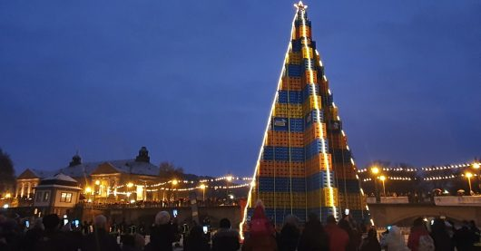 Größter Bierkasten-Christbaum der Welt (Bild: @ANTENNE BAYERN)