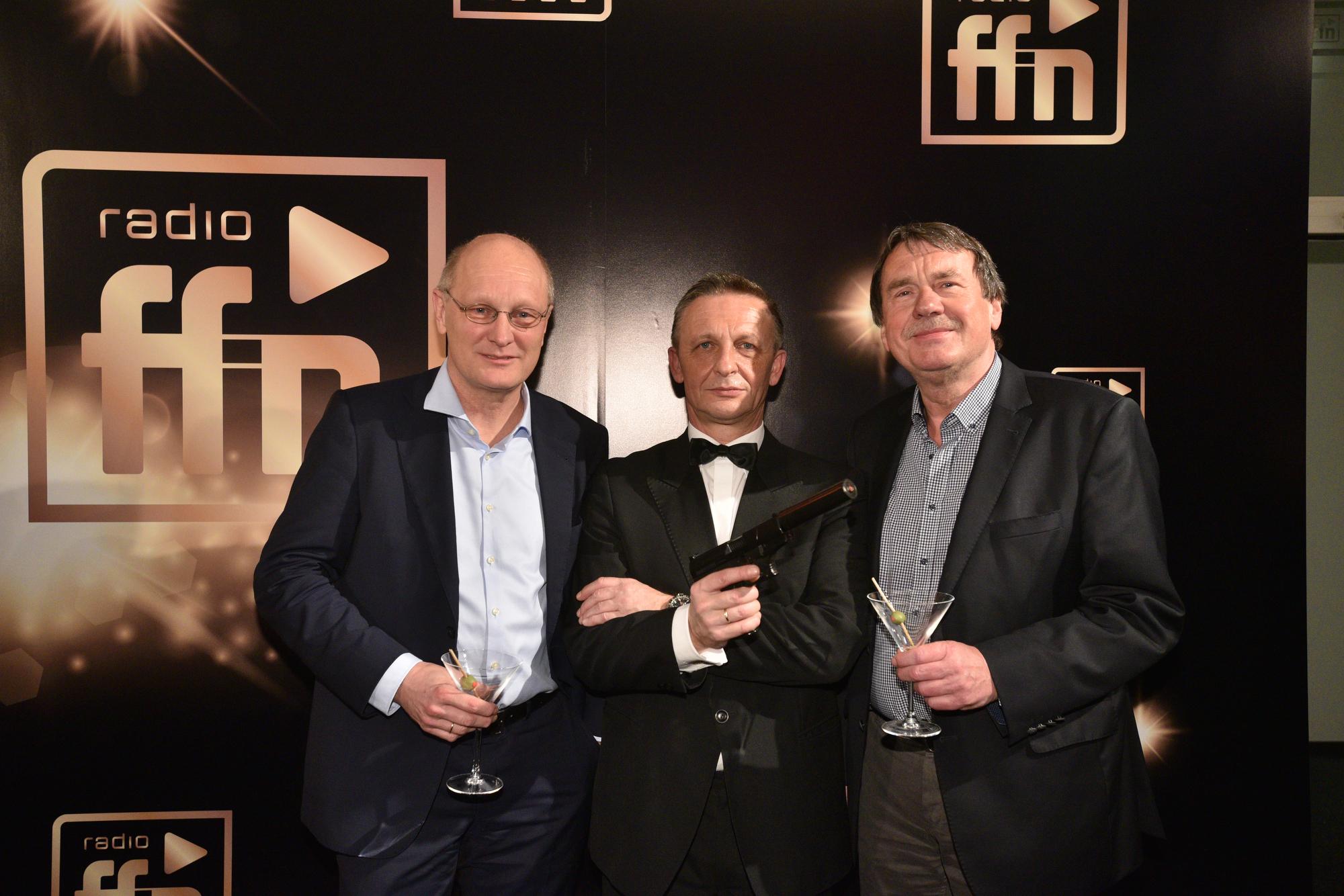 Joachim Knuth, Intendant NDR; James Bond;  Wolfgang Jüttner, ARD Programmbeirat (Bild: ©ARP/SCHEFFE)