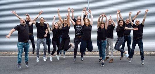 """Nummer eins im Sendegebiet: Das gesamte Team von Radio Hochstift schneidet sehr gut in der Reichweitenerhebung """"E.M.A. NRW"""" ab und bedankt sich bei seinen Hörern. (Bild: ©Radio Hochstift)"""
