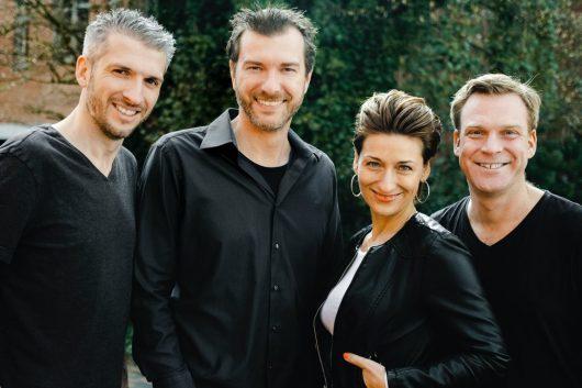 Der Mühlenkreis ist Radio Westfalica treu: Die Frühmoderatoren Pola (v.l.), Oliver Rose, Nadine Hofmeier und Boris Tegtmeier sind DIE VIER VON HIER. (Bild: ©Radio Westfalica)