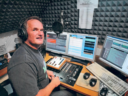 Conny Ferrin moderiert die wöchentliche Sendung für RADIO DARC (Bild: privat)