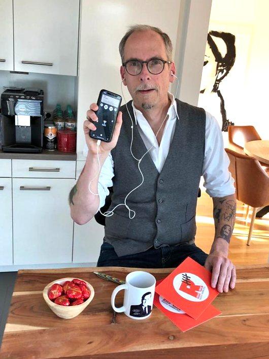 John Ment im Home Office via iPhone (Bild: privat)