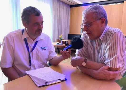 DF2NU im Gespräch mit Joe Taylor K1JT (Foto DL9SW)
