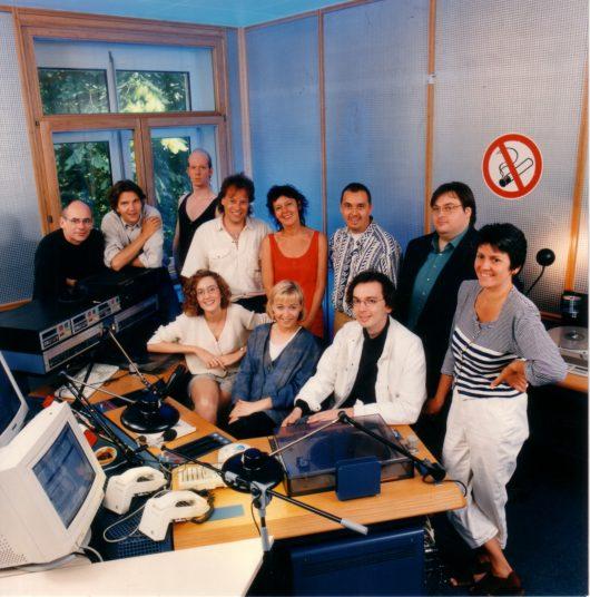 """Das Team von Radio Bremen 4 erwartet die Club-Mitglieder der Sparkasse in Bremen in seinem """"Aquarium"""" genannten Live-Studio. (Bild: ©Radio Bremen)"""