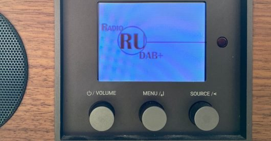 DAB+ Display mit RADIO RU (Bild: ©RADIOSZENE)