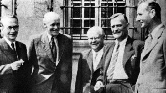 Konstituierung der ARD in München: v.li. Int. Geerdes (RB), Int. von Scholtz (BR), als Gast: Prof. Dr. E. Zechlin, s. Z. design. Dir. des Hans-Bredow-Institutes, Generaldir. Grimme (NWDR), Int. Beckmann (HR) (Bild: © DRA/SDR)