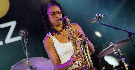 Saxofonistin Lakecia Benjamin beim ARD Radiofestival 2020 (Bild: © WDR/Getty Images/Mauricio Santana)