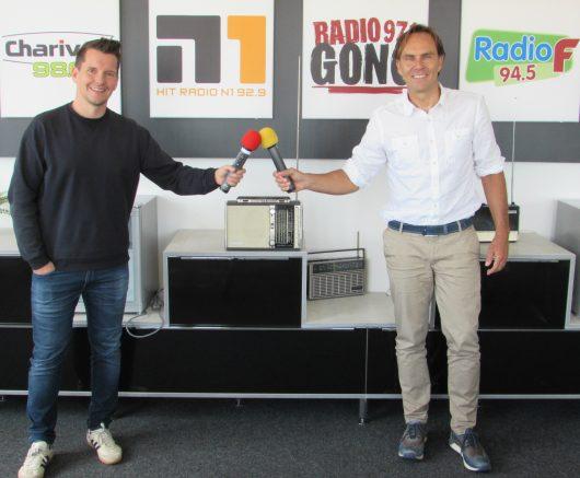 Funkhaus-Geschäftsführer Alexander Koller (rechts) und Programmchef Flo Kerschner können prächtige Einschaltquoten feiern. (Bild: ©Funkhaus Nürnberg)
