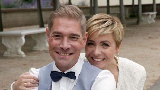 Hochzeitspaar: Sebastian und Sarah Oswald (Bild: ©rbb/Jenny Sieboldt)