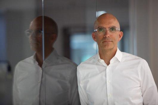Bernhard Bahners (Bild: ©Tim Schaarschmidt)