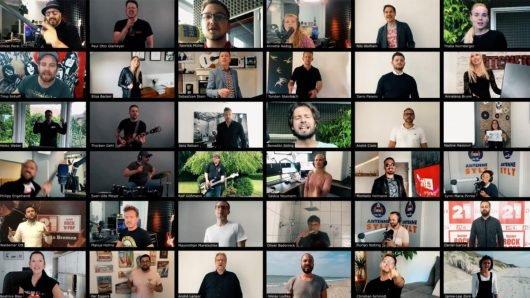 """40 Moderatoren und Senderkollegen von RADIO 21 haben in dem Songvideo """"Sei genial – kauf lokal"""" mitgewirkt"""