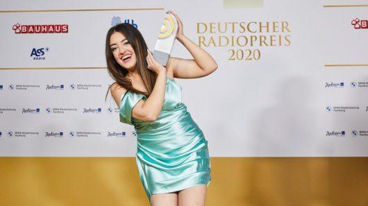 Parshad Esmaeili gewinnt Deutschen Radiopreis 2020 (Bild: ©Morris Mac Matzen)