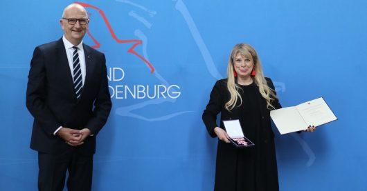 Ministerpräsident Dr. Dietmar Woidke und BB RADIO-Geschäftsführerin Katrin Helmschrott (Bild: ©Volker Tanner/Staatskanzlei)