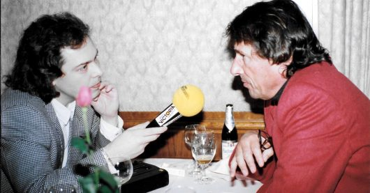 Christian Simon interviewt Udo Jürgens mit Radio Victoria-Mikro (Bild: ©Monica Simon)