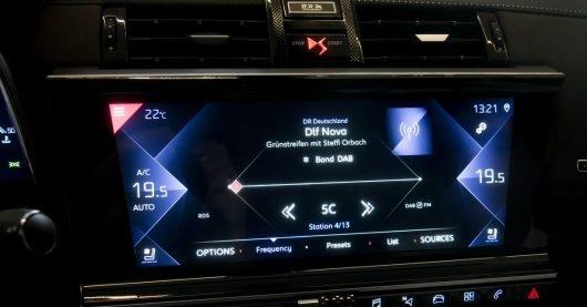 DAB+ Autoradio mit Verkehrsfunk im Citroën DS 7 (Bild: ©W.D.Roth)