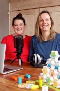 Podcasterinnen Sina Wollgramm (l.) und Silke Wildner (r.) (Bild: ©Das AE-Team)
