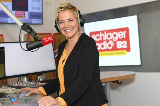 """Inka Bause bei den Vorbereitungen für """"Inkas Abend"""" bei Schlager Radio B2 (Bild: twinkle)"""