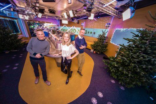 Ö3 Weihnachtswunder-Wunschhütte mit Andi Knoll, Tina Ritschl und Robert Kratky (Bild: ©Hitradio ©Ö3/Martin Krachler)