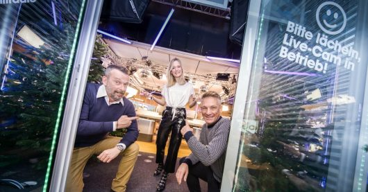 Ö3-Weihnachtswunder-Studio mit Andi Knoll, Tina Ritschl und Robert Kratky (Bild: ©Hitradio Ö3/Martin Krachler)