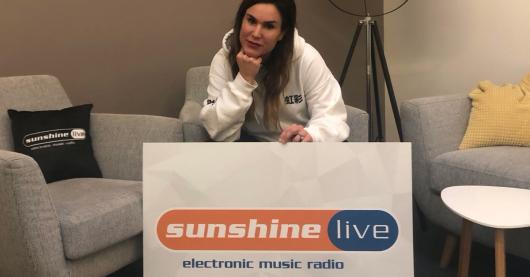 Podcast-Host Jessica Schmidt (Bild: sunshine live)