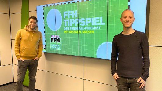 """FFH-Kollege und Super-Bayern-Fan Daniel Granitzny (l) ist Michael Maxens erster Gesprächspartner im neuen Fußball-Podcast """"FFH-Tippspiel"""". (Bild: FFH)"""
