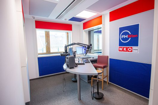 Dem Team von Radio Radieschen und den Journalismus-Studierenden der FHWien der WKW stehen zwei hochmoderne Sendestudios zur Verfügung. (Bild: ©FHWien der WKW)