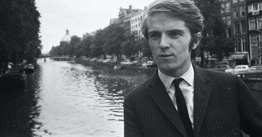 "Ronan O'Rahilly 1967 in Amsterdam (Bild: <a href=""https://commons.wikimedia.org/wiki/File:Radio_Caroline_in_Amsterdam._De_Ier_Ronan_O%27Rahilly_eigenaar_van_Caroline,_Bestanddeelnr_920-6056.jpg"" title=""via Wikimedia Commons"">Eric Koch / Anefo</a> / CC0)"