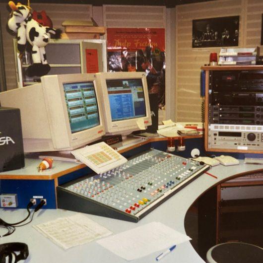 Das erste M94.5-Sendestudio in den IfKW-Redaktionsräumen. (Bild: ©M94.5 / Tina Täsch)