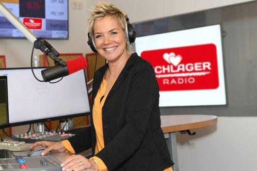 Inka Bause moderiert samstags bei Schlager Radio (Bild: twinkle)