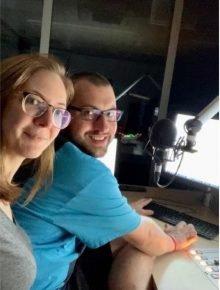 Radio-Wuppertal-Moderationsteam während Stromausfall (Bild: ©Radio Wuppertal)
