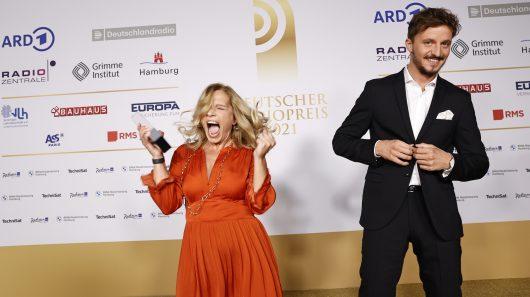 Carmen Schmalfeldt und Tommi Schmitt (Laudator) ©NDR/Morris Mac Matzen)