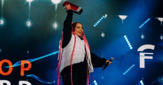 Beim SWR3 New Pop 2021 in Baden-Baden erhielt Zoe Wees den SWR3 New Pop Award. (Bild: © SWR/DNA Creative Collective)
